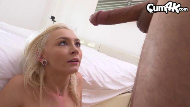 Блонди заглатывает член и ебется в писечку до получения туда спермака #10