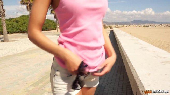 Девушка ласкает член латиноамериканского гангстера без презерватива #2