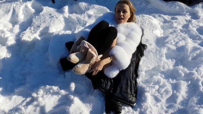 Девка в шубе на снегу ласкает задним проходом симпатичный хер спортсмена #6