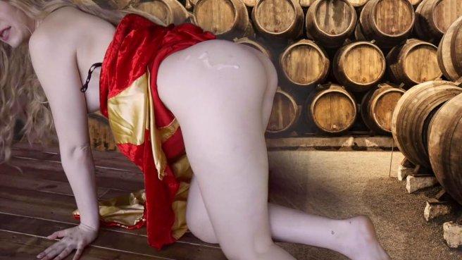 Королева в винном погребе ласкает бритую дубину мускулистого слуги #10