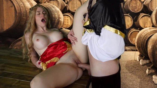 Королева в винном погребе ласкает бритую дубину мускулистого слуги #7