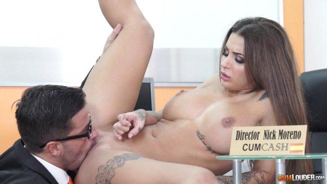 Начальник на собеседовании имеет сотрудницу в пиздень и сливает ей на лобок сперму #6