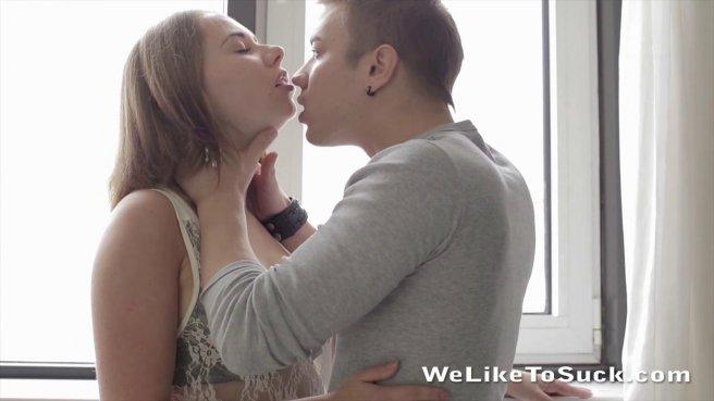 Парень целует очко девушки на кресле и занимается анальным сексом #1