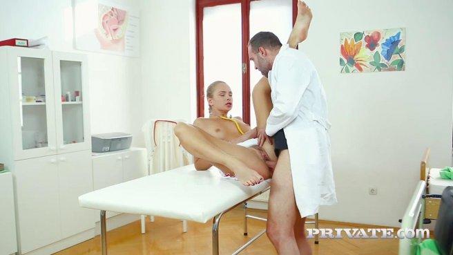 Медсестры принимает от мужественного доктора член в упругий попец #5