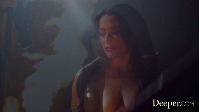 Качок на сцене устроил видеосъемку анального секса с брюнеткой с тату на попе #3