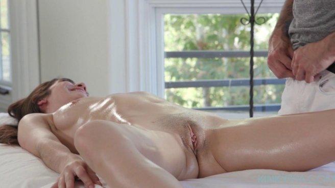Волосатый массажист протыкает клиентку длинным ровным пенисом #4