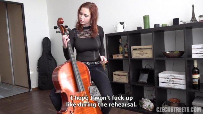 Рыжая девушка-музыкант прыгает на хую репетитора до спермы #2