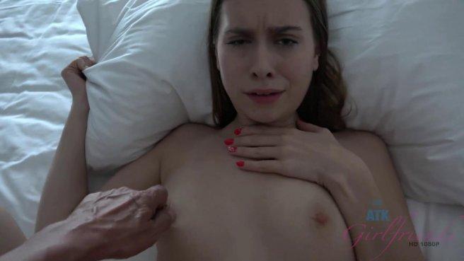 Жена перед сном на видеокамеру полирует ногами и ротиком член супруга #4