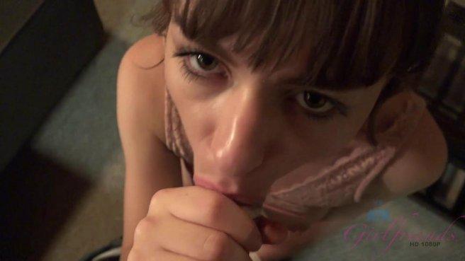 Красавица подарила лучшему другу минет и нежный анальный секс #4