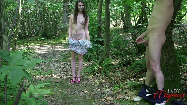 Красотка застукала соседа в лесу за дрочкой большого члена #9