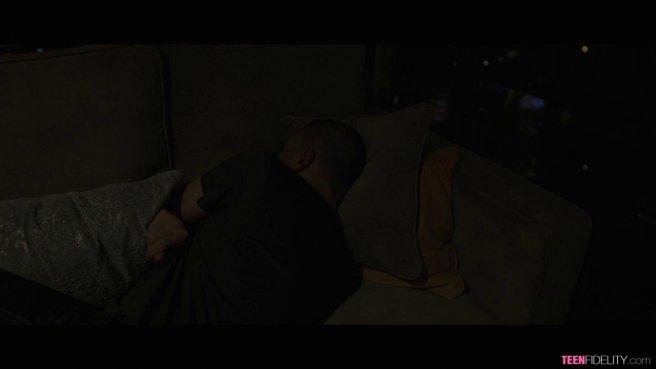Солдат на съемной квартире всю ночь дерет розовое влагалище подружки #10