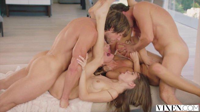 Жаркая оргия после небольшой вечеринки со стройными девицами на отдыхе #9