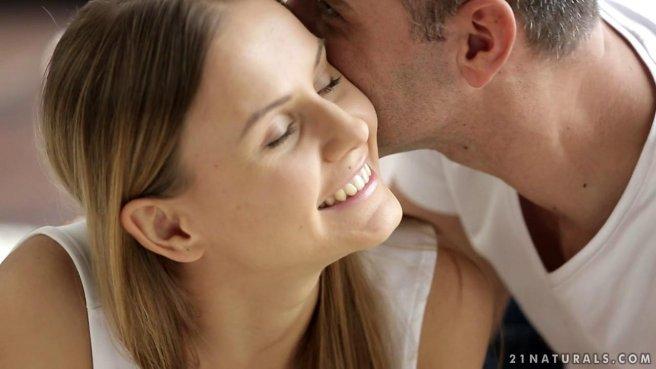 Молодая любовница получила сперму в киску от своего зрелого и опытного мужика #1