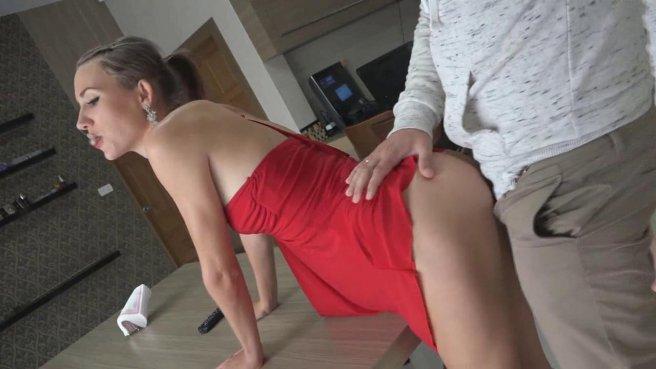 Девушка в красном платье светит писькой и трахается с толстяком в очках #4