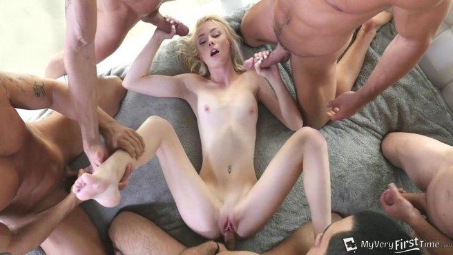 Худая блондинка с сочной киской обслужила несколько членов подряд #5