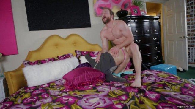 Случайное знакомство с блондинкой закончилось бурным сексом в постели #5