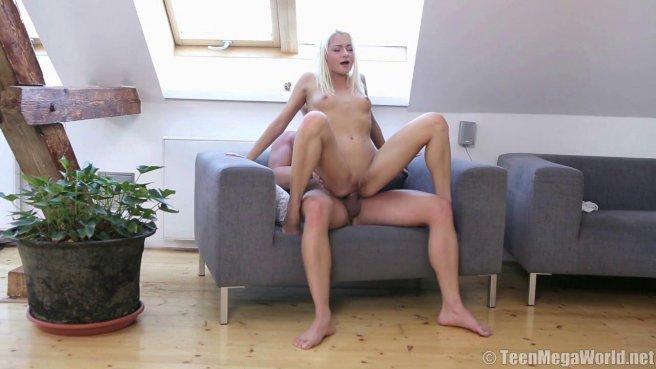 Блондинка пробует сперму после жаркого секса с настоящим самцом #7