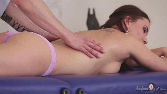 Красотка решила попробовать анальный секс после эротического массажа #1