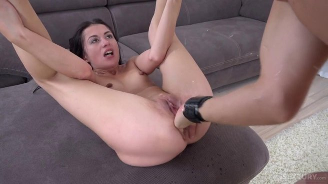 Кремпай для брюнетки после грубого анального секса в необычной позе #7