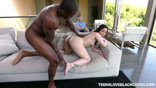 Девушка изменяет с негром бойфренду и наслаждается большим черным членом #8