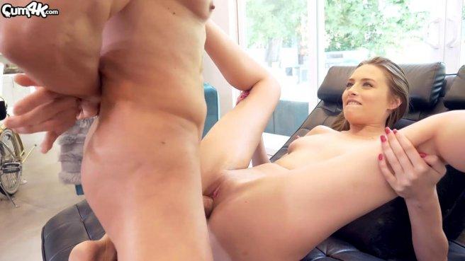 Толстый член мексиканца заставляет стройняшу обосцаться во время секса #4