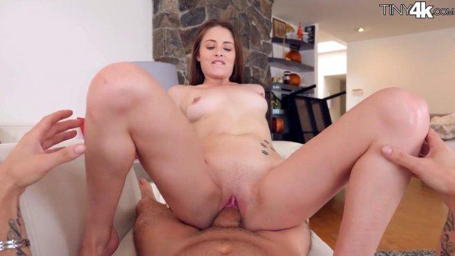 Студентка полирует толстый хер репетитора на кожаном диване #7
