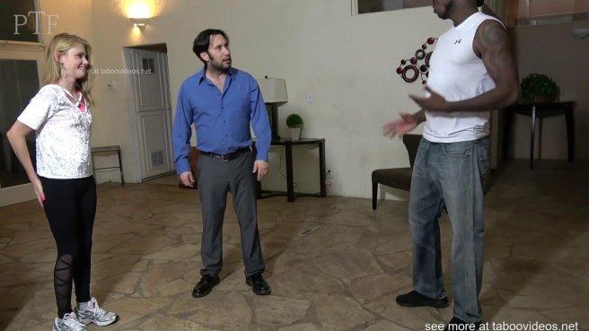 Бородатый мужик наказывает падчерицу за флирт с негром жесткой еблей в кровати #4