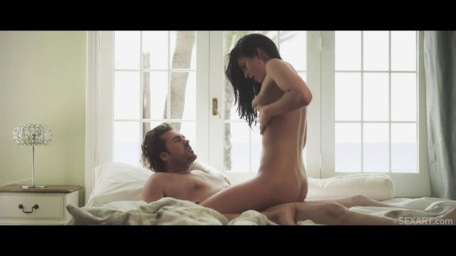 Бородатый лесник в кедах и штанах в кровати садит чужую жену пирожком на хер #9
