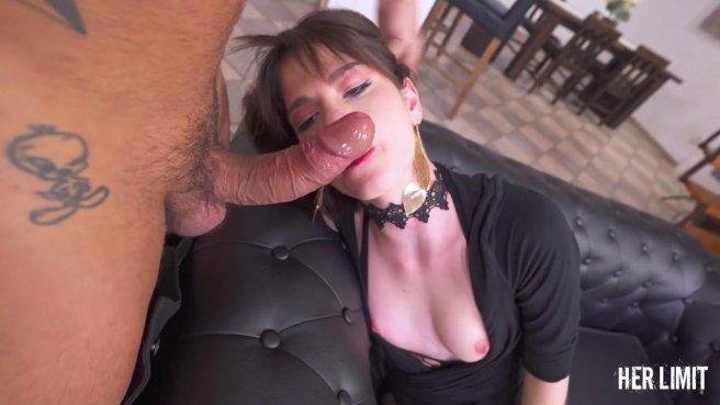 Девушка-гот справилась с проебом глотки и дала между ног в колготках в сеточку в очело #2