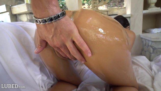 Женатый мужик на секс-измене пихает до яиц массивный хер в девушку в масле #4