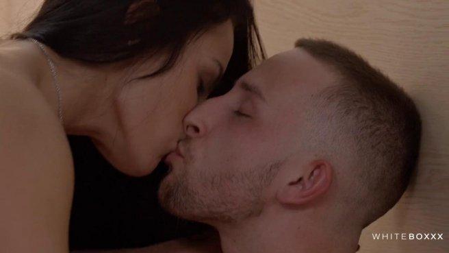 Нежный секс с брюнеткой, которая умеет делать отличный минет #3