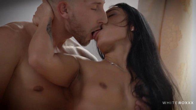 Нежный секс с брюнеткой, которая умеет делать отличный минет #6