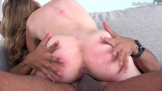 Худую девчонку трахают в письку и кончают ей на лицо во время порно кастинга #9