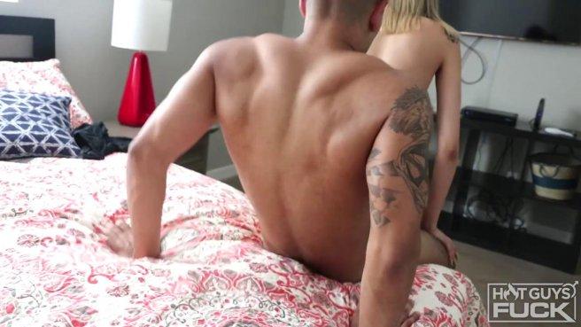 Похотливая парочка показала свой жаркий секс на камеру во всех позах #5