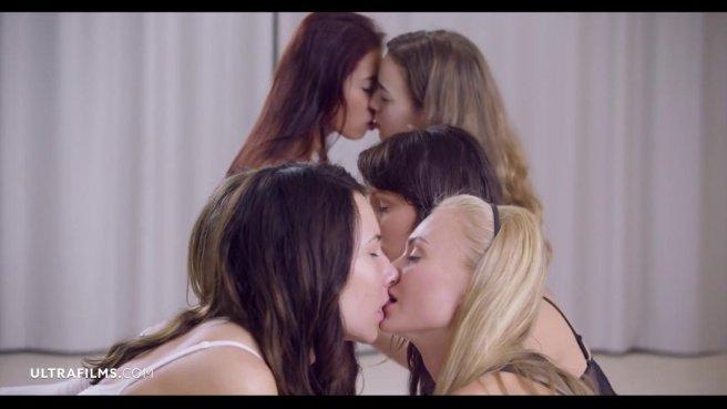 Толпа красоток устраивает жаркий лесбийский групповой секс #3