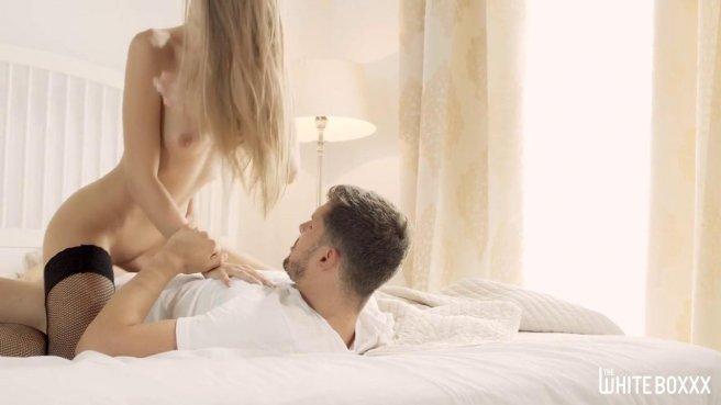 Девушка в чулках получила член парня в дырочку и кончила от удовольствия #5