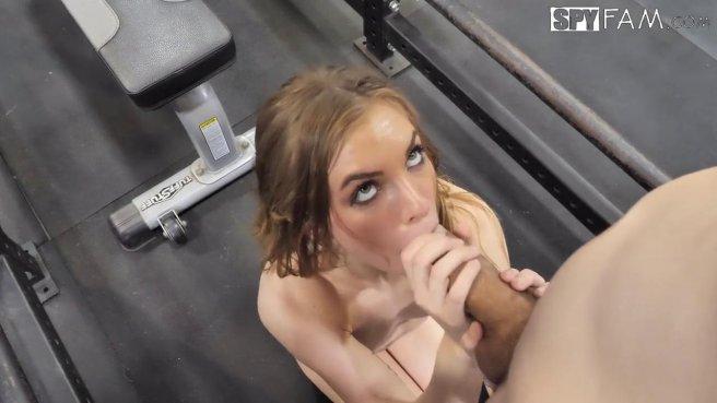 Тренер натянул на член дырочку стройной красотки и кончил ей в рот #9