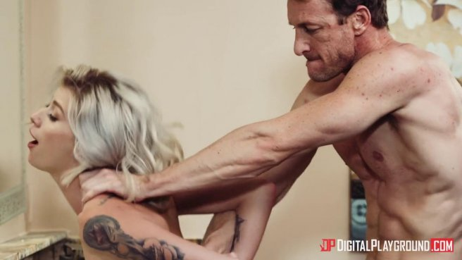 Блондинка получила сперму в рот после жаркого секса с ковбоем в туалете #6