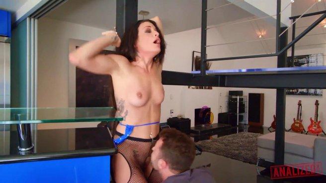 Мужик грубо трахает в рот телку и устраивает ей реально жесткий секс #3