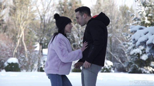 Брюнетка получила сперму в рот после жесткого анального секса с парнем #1