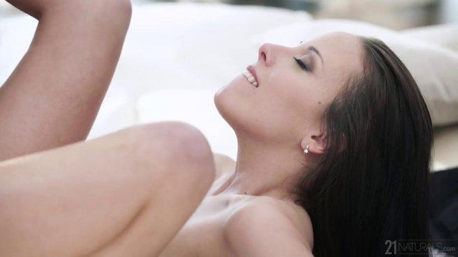 Брюнетка получила сперму в рот после жесткого анального секса с парнем #5