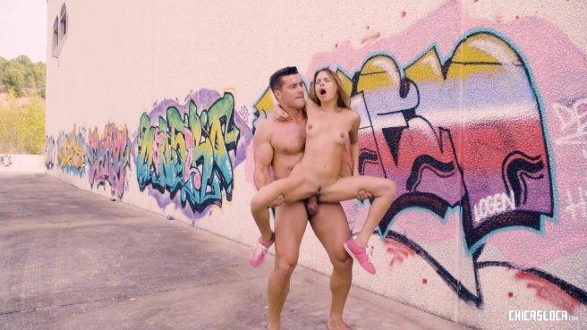 Пара занялась жарким сексом с оральными ласками прямо на улице #6