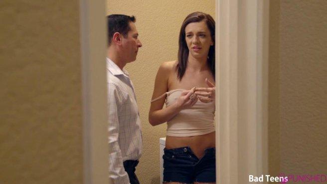 Парень наблюдает за жарким сексом молодой подружки и зрелого мужика #2
