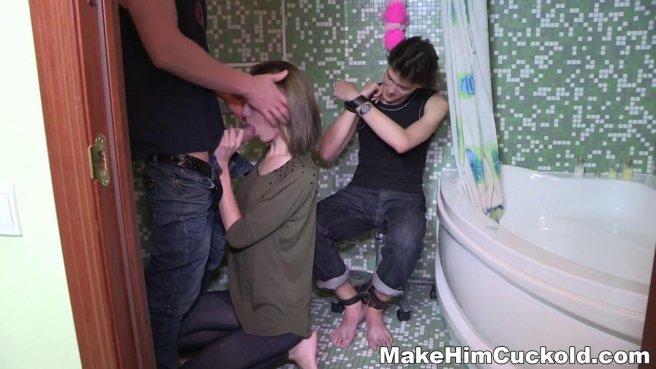 Девушка узнала об измене парня и трахнулась с его лучшим другом в ванной #4