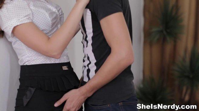 Очкастая парочка снимает домашнее видео минета и вагинального секса #3