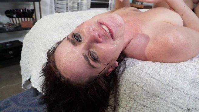 Зрелый женатик надавал в горло падчерицы длинный бритый пенис #10