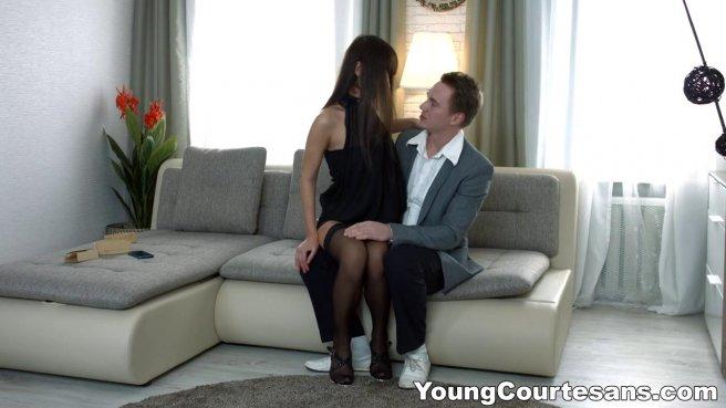 Мужик устроил секс-свидание с худенькой моделью в желтых трусиках #2