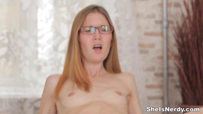 Студент привез рыжую в очках домой и нежно выебал до оргазма в писечку #8