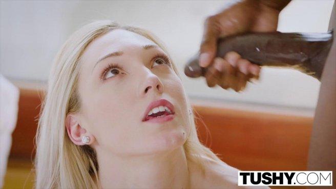 Негр соблазнил жену коллеги по работе и обкончал ее спермой из черной балды #10