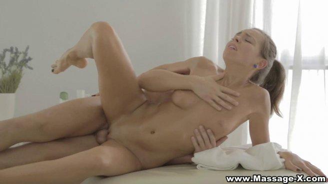 Девушка согласна сделать минет мастеру по массажу и глотнуть теплой спермы #7